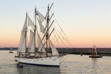 HMS2690610 France, Finistere, Brest, Fetes maritimes internationales de Brest 2016 (International maritime feast Brest 2016), large gathering of sailing and yachting and of sailors and seafarers, the Marite, a s...