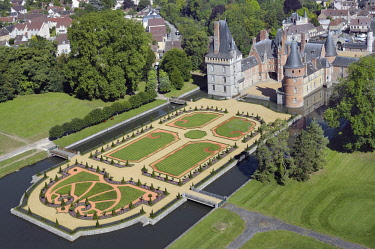 HMS2014534 France, Eure-et-Loir, Mantenon, the castle of Maintenon and its french style gardens designed by Patrick Pottier according to the plans of Le Nôtre (aerial view)