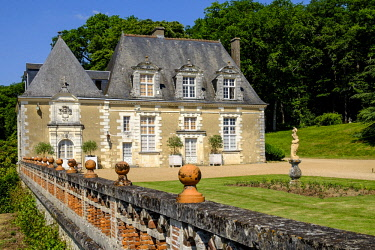 HMS2259017 France, Indre et Loire, Loire Valley listed as World Heritage by UNESCO, Chancay, Castle and Gardens of Valmer, 16 th century, renaissance style
