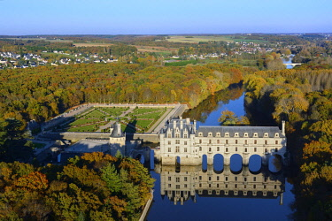 HMS2398734 France, Indre et Loire, the castle of Chenonceau (aerial view)