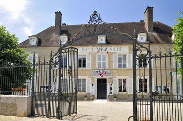 HMS2081731 France, Aube, Evry le Chatel, City Hall built in the 18th century