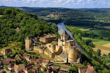 HMS2569117 France, Dordogne, Perigord Noir, Dordogne Valley, Castelnaud la Chapelle, labelled Les Plus Beaux Villages de France (The Most Beautiful Villages of France), Castelnaud Castle on a cliff above the Dor...