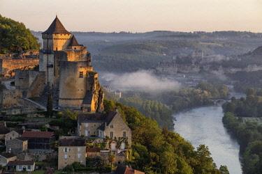 HMS2655806 France, Dordogne, Perigord Noir, Dordogne Valley, Castelnaud la Chapelle, labelled Les Plus Beaux Villages de France (The Most Beautiful Villages of France), the castle and the Beynac Castle in the ba...