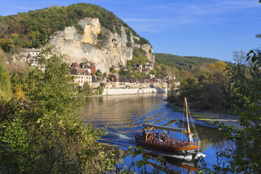 HMS2953803 France, Dordogne, La Roque Gageac, labelled the most beautiful villages of France