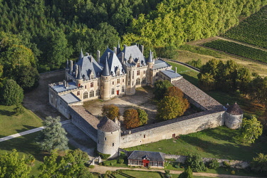 HMS2098856 France, Dordogne, Saint Michel de Montaigne, Montaigne castle (aerial view)