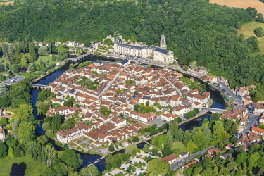 HMS2354404 France, Dordogne, Brantome, the town and Saint Pierre abbey (aerial view)