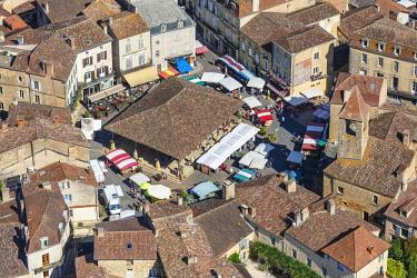 HMS2354407 France, Dordogne, Belves, labelled Les Plus Beaux Villages de France (The Most Beautiful Villages of France), the market (aerial view)