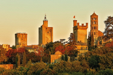 HMS3085117 France, Gard, Uzes, view of the city at sunset with the Duchy and tower Fenestrelle