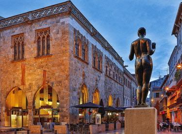 HMS3090215 France, Pyrenees Orientales, Perpignan, La Loge Place, work of Maillol, statue Venus in necklace