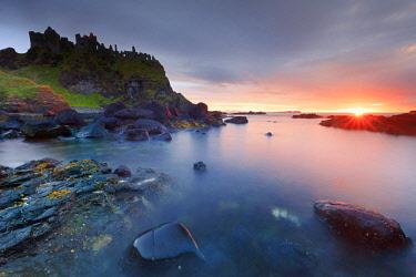 NIR8917AWRF Europe, Northern Ireland, Antrim, Dunluce Castle at sunset