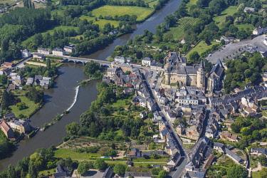 HMS2098103 France, Maine et Loire, Durtal, the village and the castle on the Loir river (aerial view)
