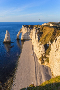 HMS2399781 France, Seine Maritime, Caux, Alabaster Coast, Etretat, the Aval cliff, the Arch and the Aiguille (Needle) d'Aval