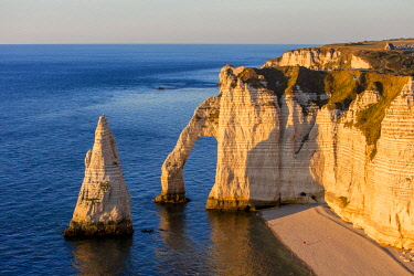 HMS2399785 France, Seine Maritime, Caux, Alabaster Coast, Etretat, the Aval cliff, the Arch and the Aiguille (Needle) d'Aval