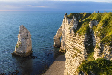 HMS2030327 France, Seine Maritime, Pays de Caux, Alabaster Coast, Etretat, Aval cliff, Aval Arch and Needle