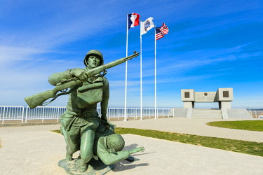 HMS2067922 France, Calvados, Saint Laurent sur Mer, Omaha beach, historic place of the Normandy Landings, celebration of the 70th anniversary of D Day and the Battle of Normandy, statue of two soldiers on the be...