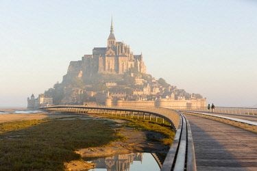 HMS2389645 France, manche, Mont Saint Michel Bay listed as World Heritage by UNESCO, the footbridge by architect Dietmar Feichtinger and Mont Saint Michel