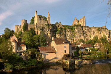 HMS2658144 France, Vienne, Angles sur l'Anglin, labeled the most beautiful villages in France, castle from the 12th century and the Watermill