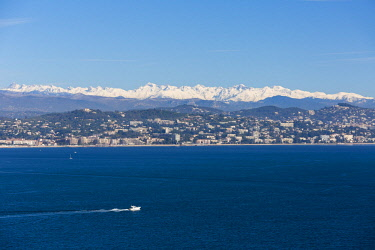 HMS2189106 France, Alpes Maritimes, Theoule sur Mer, gulf of Napoule, Cannes and snowy mountains of Mercantour in the background