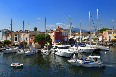 HMS2232266 France, Var, Gulf of St Tropez, the Port Grimaud seaside town, houses with private jetty