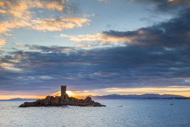 HMS3059331 France, Var, Esterel Corniche, Saint Raphael, the tower of the golden island off the Cap du Dramont
