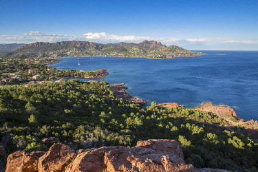 HMS2510174 France, Var, Saint Raphael, the bay of Agay seen by the Cap du Dramont, in the background the Rastel d'Agay (287m), and the Cap Roux, the summit of the Saint Pilon peaks in 442m