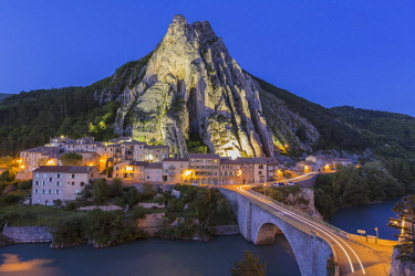 HMS2571312 France, Alpes de Haute Provence, Sisteron, the rock of the Baume and the bridge of the Baume over the Durance