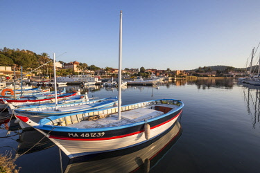 HMS2610236 France, Var, Iles d'Hyeres, national park of Port-Cros, Island of Porquerolles, traditional fishing boats called locally Pointu