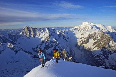 HMS2234294 France, Haute Savoie, Chamonix, on the summit of aiguille Verte (4122m), Mont Blanc range