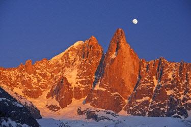 HMS2234299 France, Haute Savoie, Chamonix, aiguille Verte (4122m), aiguille du Dru (3754m), Mont Blanc range