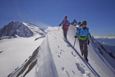 HMS2234305 France, Haute Savoie, Chamonix, alpinists on the classic aiguille du Midi (3848m) aiguille du Plan (3673m) route