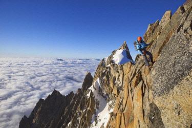 HMS2234310 France, Haute Savoie, Chamonix, alpinists on the classic aiguille du Midi (3848m) aiguille du Plan (3673m) route