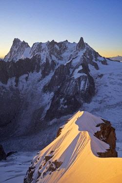 HMS2234374 France, Haute Savoie, Chamonix, alpinists on the classic aiguille du Midi (3848m) aiguille du Plan (3673m) route