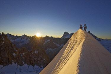 HMS2234375 France, Haute Savoie, Chamonix, alpinists on the classic aiguille du Midi (3848m) aiguille du Plan (3673m) route