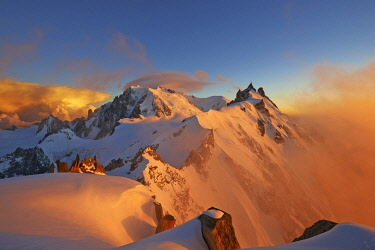 HMS2234376 France, Haute Savoie, Chamonix, Mont Blanc (4810m) and the aiguille du Midi (3848m) at sunset, Mont Blanc range