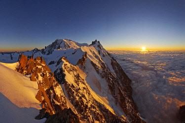 HMS2506906 France, Haute-Savoie, Chamonix, Mont-Blanc (4810m) and the aiguille du Midi (3848m) at sunset, Mont-Blanc range