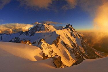 HMS2506908 France, Haute-Savoie, Chamonix, Mont-Blanc (4810m) and the aiguille du Midi (3848m) at sunset, Mont-Blanc range