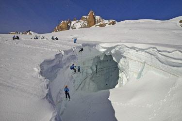 HMS2506928 France, Haute-Savoie, Chamonix, crevasse rescue on the Geant glacier, Mont-Blanc range