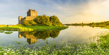 CLKFV64905 Dunguaire Castle, County Galway, Connacht province, Republic of Ireland, Europe.