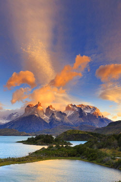 CL02457 Chile, Patagonia, Torres del Paine National Park (UNESCO Site), Lake Pehoe
