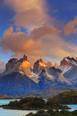 CL02458 Chile, Patagonia, Torres del Paine National Park (UNESCO Site), Lake Pehoe