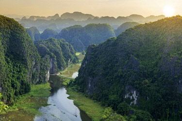 VIT1410AW Asia, South East Asia, Vietnam, Ninh Binh, Tam Coc, elevated view of the karst limestone hills of Tam Coc and the Ngo Dong River from the 15th Century Bich Dong pagoda. The region is known as Halong B...