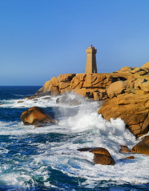 FRA10181AW Ploumanach lighthouse on the Cote de Granit Rose (Pink Granite Coast), Cotes d'Armor, near Perros-Guirec, Brittany, France, Europe