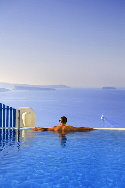 Greece, Cyclades, Santorini, Firostefani, Luxury Accomodation with infinity pool overlooking Santorini Caldera (MR)