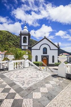 PT07164 Portugal, Azores, Sao Jorge Island, Velas, Largo Dr. Joao Pereira square and Igreja Matriz church