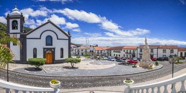 PT07165 Portugal, Azores, Sao Jorge Island, Velas, Largo Dr. Joao Pereira square and Igreja Matriz church