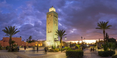MOR2413AW Morocco, Marrakech-Safi (Marrakesh-Tensift-El Haouz) region, Marrakesh. 12th century Koutoubia Mosque at dusk.