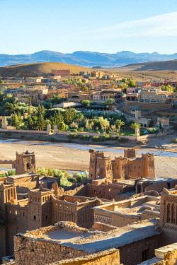 MOR2421AW Morocco, Sous-Massa (Sous-Massa-Draa), Ouarzazate Province. View from uppter village inside of Ksar of Ait Ben Haddou (Ait Benhaddou).