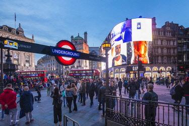 UK11253 Piccadilly Circus, London, England, UK