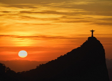 BRA3573AW Christ the Redeemer and Corcovado Mountain at sunrise, Rio de Janeiro, Brazil