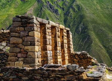 PER34277AW Inca Temple Ruins, Ollantaytambo, Sacred Valley, Cusco Region, Peru